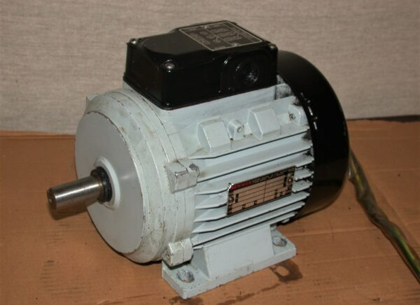 Newman 0.55kw/3/4 HP Dual Voltage Foot Mounting 3 Phase Motor, 80212840